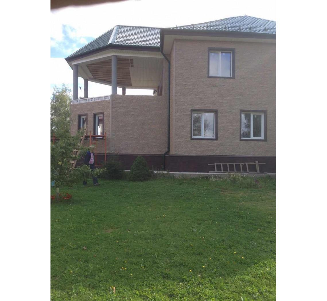 Отделка дома фасадными панелями  Docke-r Берг Вишневый фото и цены